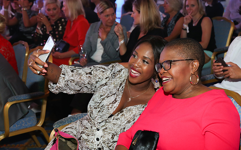 800x500_Ernstings Family_Hatten viel Spa· der Ernsting's family Fashion Show - Motsi Mabuse und Mutter Dudu